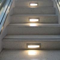 Lampo Segnapasso Rettangolare Ultrapiatto Inclinato a LED Tricolor Dimmerabile 2,5W da Esterno
