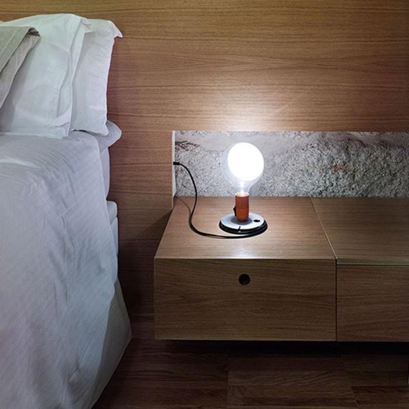 Flos lampadina led lampada da tavolo arancione f3300075 diffusione luce srl - Lampada da tavolo a led ...